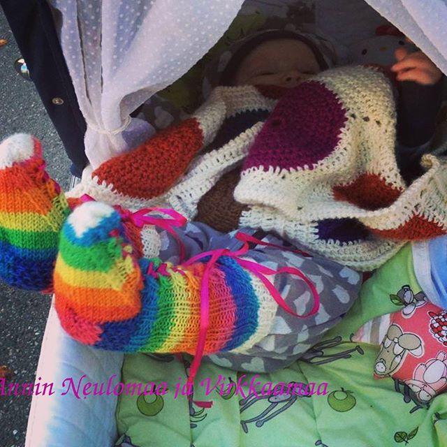 Vauhdikasta ja värikästä syksyä! Muistakaa pitää varpaat lämpimänä  #villasukat #vauva #käsintehty #handmade #autumn #syksytulee