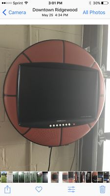 """Hannspree Basketball 28"""" 1080p Basketball HD LCD Television HSG1075 w/ Remote"""