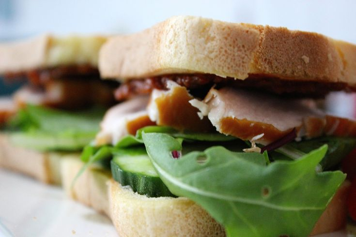 Glutenvrij ontbijt | Glutenvrij brood met gerookte kip