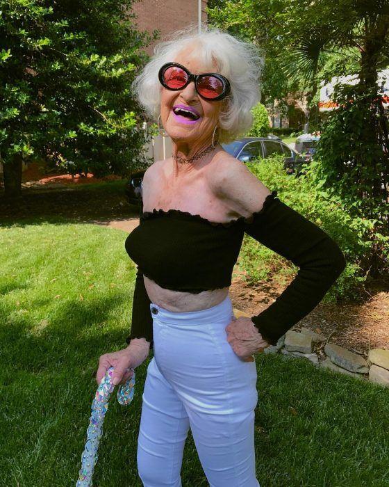 3af605c570fc Abuelita de 89 años se convierte en modelo de ropa interior; ¡luce ...