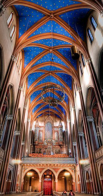 Market Church interior, Wiesbaden - (CC)Kay Gaensler - www.flickr.com/photos/gaensler/4419296291/in/set-72157615848946897#