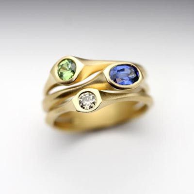 Carved series three stone ring