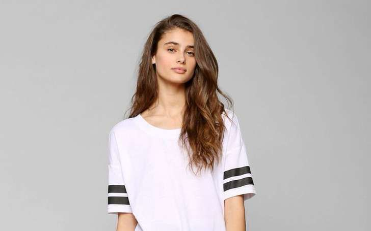 taylor-marie-hill-net-worth-how-much-victoria-s-secret-pays-her.jpg (728×455)