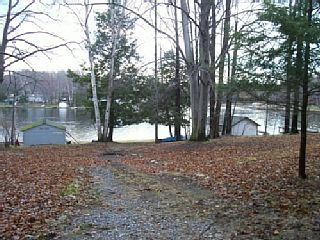 Cute lake cottage with Upper Hamlin Lake access!