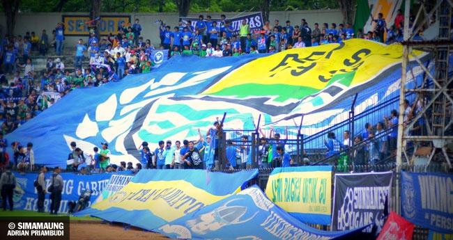 Foto Gresik United vs PERSIB 2011-2012