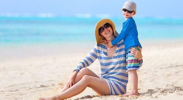 A gyerekek napvédelmére kiemelten vigyázzunk! Tipp: vannak kifejezetten nekik tervezett polók, amik védik őket pancsolás közben is.