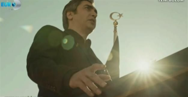 Polat Alemdar, played by actor Necati Şaşmaz, recited the 'Tala' al Badru 'Alayna' as the Turkish National Anthem played.