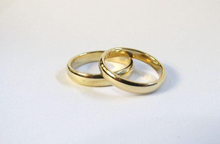 Clásicas Y Elegantes Argollas De Matrimonio En Oro Amarillo De 18k Fabricadas A Mano Elige Tu D Diseños De Anillos De Oro Anillo De Matrimonio Anillos De Boda
