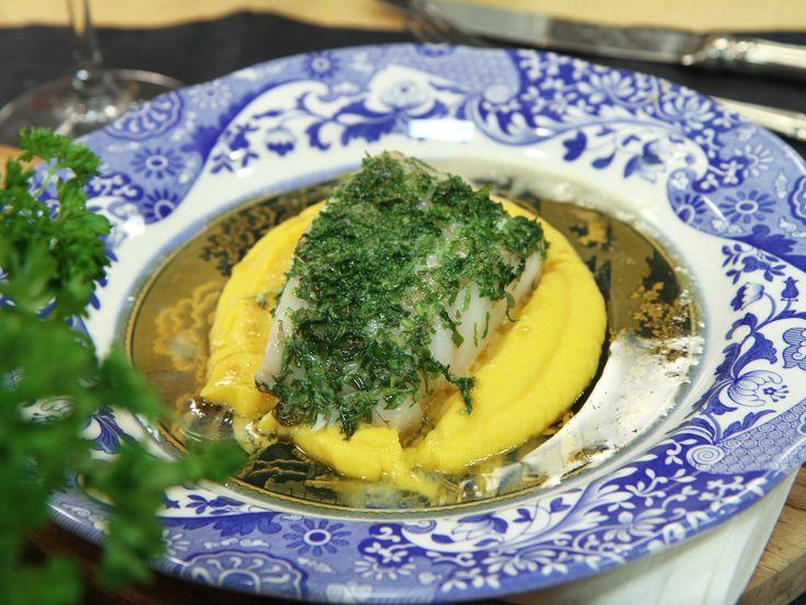 Örtbakad torsk med rotsakspuré och brynt smör | Recept.nu