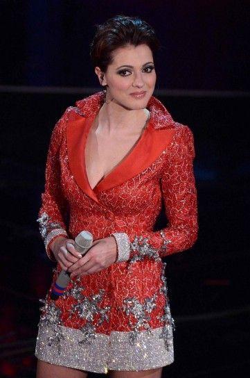 Simona Molinari con abito jacket rosso e argento