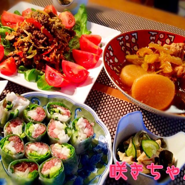 今日も野菜たくさん。鶏の煮物は圧力鍋で加圧10分、減圧後に蓋を開けて落し蓋をして煮込み20分程度。トロットロでめちゃうまでしたー☺️ - 240件のもぐもぐ - 本日の晩酌〜牛肉と切り干し大根のチャプチェ、マグロの生春巻き、湯葉とワカメの酢の物、鶏手羽中と大根とセロリの煮物 by sakichan63