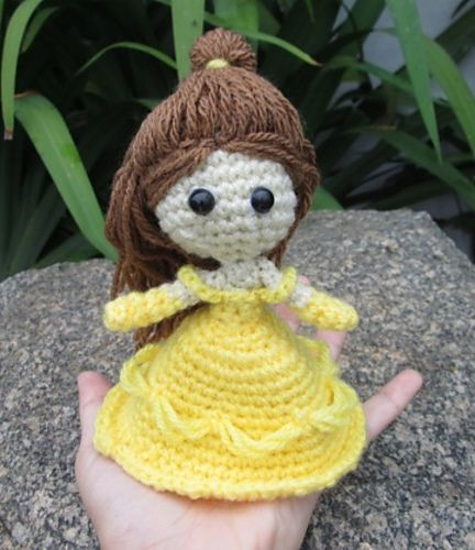 Princess Belle - Beauty and the Beast Amigurumi - FREE Crochet Pattern and Tutorial by Vivianne Russo - Philae
