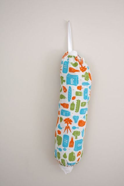 Diy grocery sack. I love the fact you can use a fat quarter and it is so fast to make. And functional too!