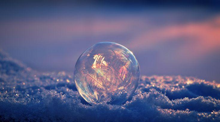 Frozen soap bubble in the evening sun / Jäätynyt saippuakupla - Larissa Datsha