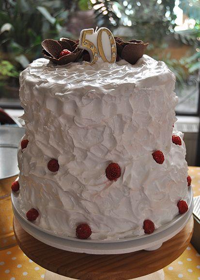 Otra tarta D¨Dulce de nata con nueces y cobertura de merengue italiano 100% natural.
