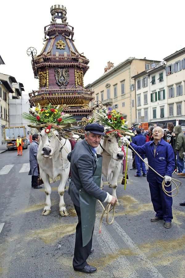 """Scoppio del Carro / Easter in Florence, Italy - """"What You Should Know about Holy Week Traditions in Italy"""""""