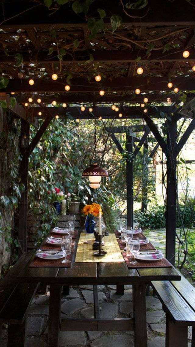 Love Fairy Lights. Awesome Table! We ♥ This! Davidtuteraformoncheri.com