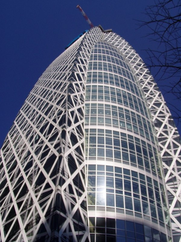 Tokyo: Mode Gakuen Cocoon Tower (東京モード学園コクーンタワー)  by Tange Associates