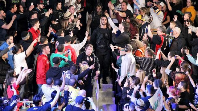 Raw 1/13/14: CM Punk & The New Age Outlaws vs The Shield