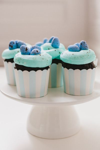 The sweetest cupcakes ever: http://www.stylemepretty.com/living/2015 ...