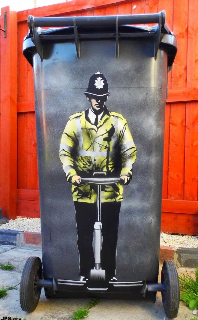 Roulez jeunesse ! - 15 oeuvres du street artist Jamie Scanlon qui se mêlent parfaitement à leur environnement