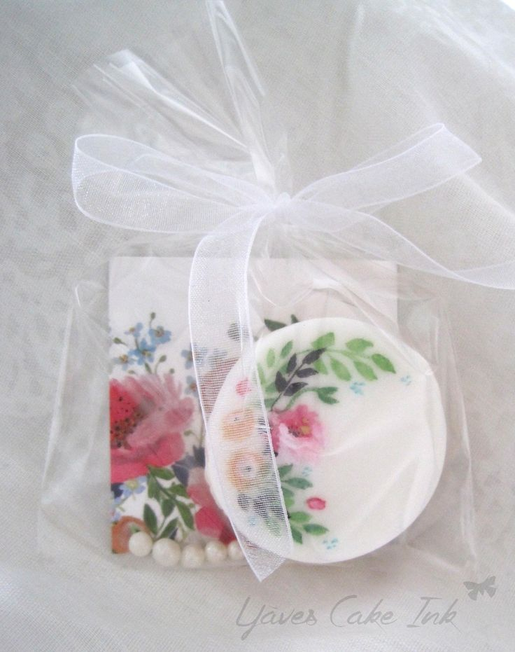 Sweet little treats for your wedding guests, wedding cookies hand made by www.yavescakeink.de