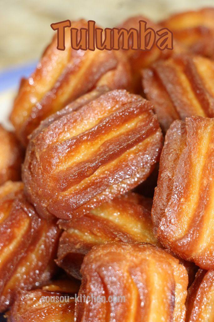 Tulumba tatlisi طرمبة, بلح الشام, شباكية البوق, زلابية طويلة est un délicieux gâteau au miel traditionnel turc très populaire en période de Ramadan, il ressemble beaucoup aux churros imbibés de miel ou de sirop. Dans cette recette, j'ai utilisé deux tubes, un grand tube qui m'a donné des tulumbas avec la forme qu'on connait tous, j'ai utilisé la meme pate mais avec un tube plus petit, qui m'a donné talumba au forme de churros comme vous voyez sur les photos, avec un gout f...