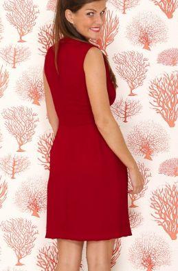 Vestido color rojo carmesi, recto con cintura ceñida.  Vestido para dama de honor y invitada de matrimonio