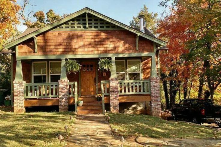 in Fayetteville, United States. Located a couple blocks from Dickson St., downtown, campus, Wilson Park, etc.  Large living spaces, sleeping couches, home gym,  outdoor entertaining, Green egg smoker, pool table, foosball, full wet bar (BYOB), fire pit, 2 long driveways  The bac...