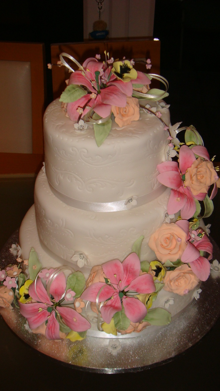 wedding cake with lilies and roses a 3 tier eggless wedding cakes with pastoral colours the 26922
