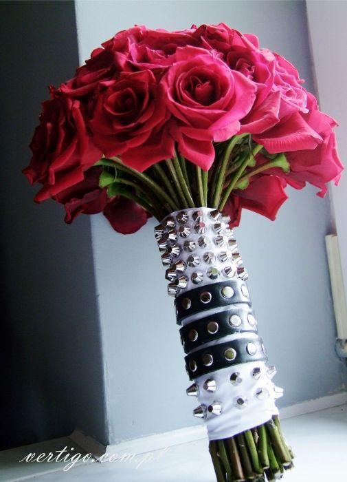 wedding  bouquet with red roses, rock style, brads and leather belt, unusual bouquet, source: http://www.vertigo.com.pl/projekty/bukiety/