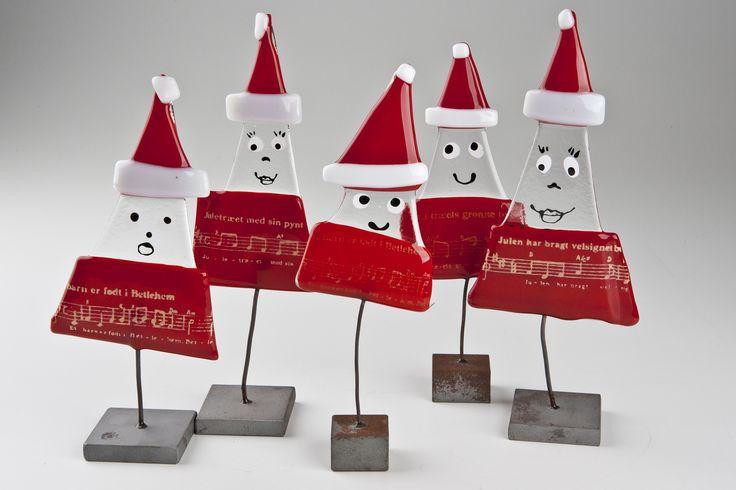 BellaArt deltager med unikakunst og dansk kunsthåndværk. Juletræer af glas og keramik, englesmykker, nisser af sælskind og kaffevarmere af originale julekaffesække.
