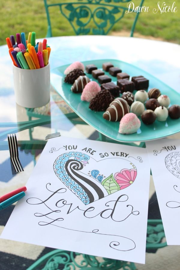 Free Print of the Week: Mothers Day Hand-Lettered & Illustrated Coloring Page from @dawnnicole81