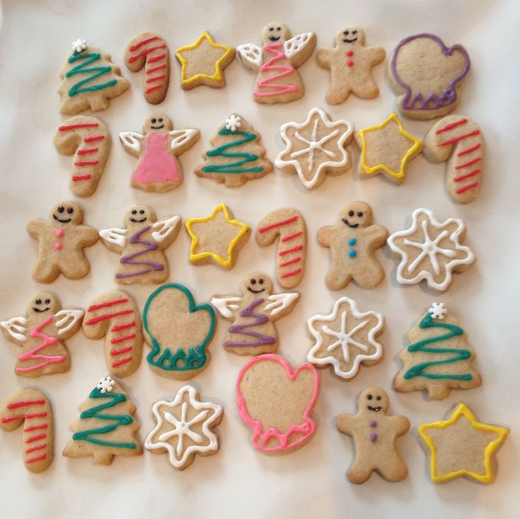 These sugar spice cookies are my favourite cookies to make! I used small cookie cutters to make these cute mini cookies and decorated them with royal icing scribblers that I bought from metro. Perfect to bring to christmas parties!! #christmas #cookies #baking #diy #cook #treats #icing #decorate #gift #craft #bake  Recipe in link below! :)