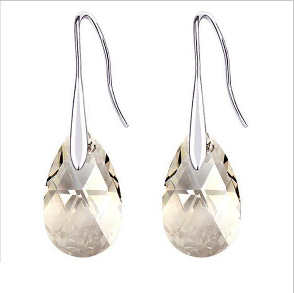 Cecei Swarovski Pear și baze din argint 925. Intră și crează-i la cel mai mic preț.