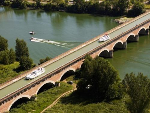 Moissac: Pont-canal du Cacor - France-Voyage.com