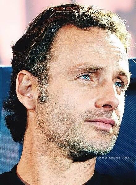 Andrew Lincoln///ah ah haahhaah those eyesssss hehehehehe *melts into puddle