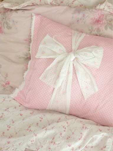 Shabby Chic Bed Pillows : Pretty pink shabby chic pillow {no link} A Stitch in Time 2 Pinte?