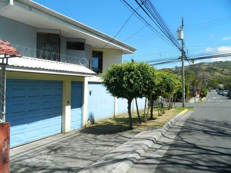 Venta De Casa En Santa Ana Centro, Cerca De La Iglesia (Cod 159) http://www.micasatica.cr/es/casa-sola-residencial-en-venta-en-santa-ana-santana/d61.html?utm_content=buffer447a8&utm_medium=social&utm_source=pinterest.com&utm_campaign=buffer Casa de 2 Plantas Ideal para remodelar y convertir en Locales Comerciales y Oficinas 300 mts de Terreno 3 habitaciones #Santaana #HomeSweetHome #OpenHouse #bienesraices #CasaNueva #Inversion #venta #vivienda #SanJose #CostaRica #MiCasa