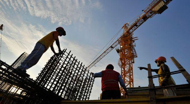 Pemerintah akan mengembangkan lagi infrastruktur pendukung yang ada di 13 kawasan industri di luar Pulau Jawa. Kementrian Perencanaan Pembangunan Nasional atau Badan Perencanaan Pembangunan Nasional (Bappenas) menyebutkan bahwa kebutuhan investasi untuk membangun infrastruktur itu mencapai Rp 55,4 Triliun.  Bambang Prihartono selaku Direktur Transportasi Bappenas menyatakan anggaran infrastruktur dasar tersebut untuk mempermudah akses di 13 kawasan industri. Adapun tujuanya untuk menstimulus…