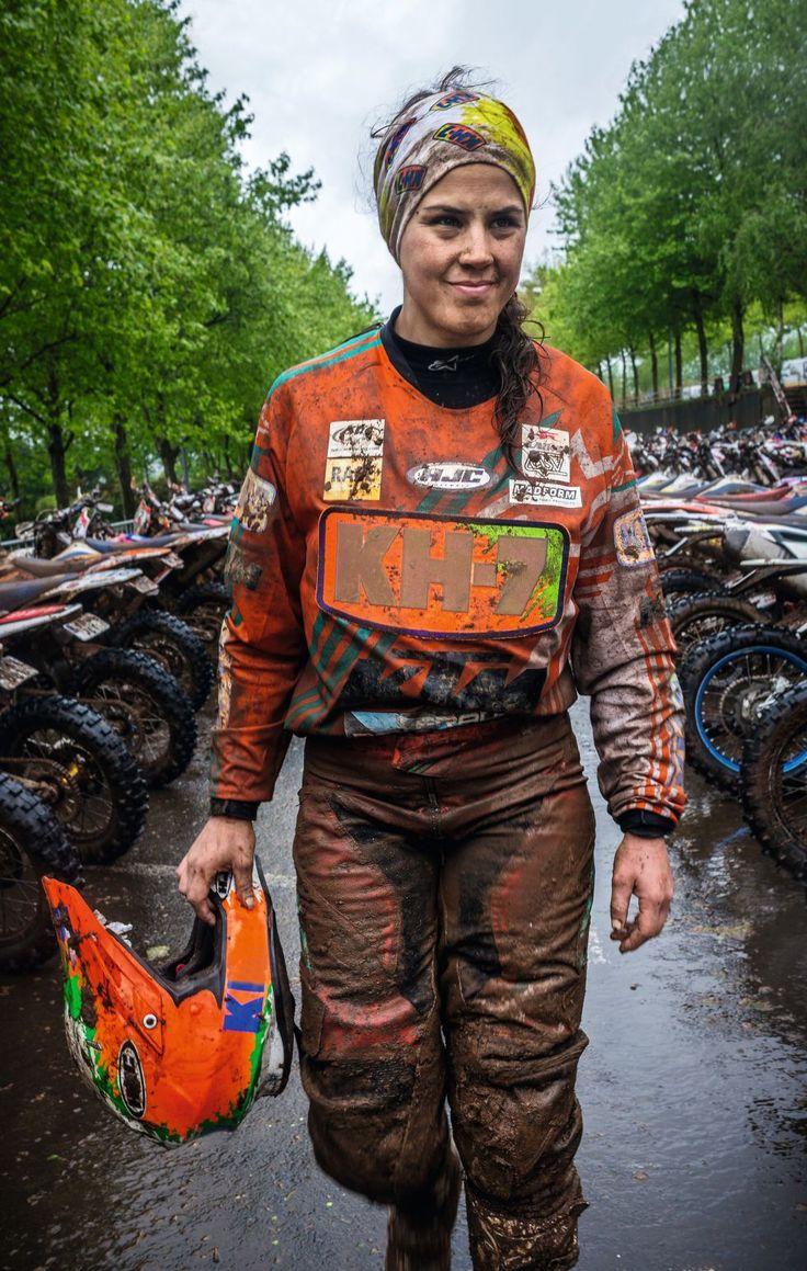 Laia Sanz, la reina del motociclismo Laia Sanz Es la número uno de las competiciones mundiales sobre dos ruedas: Tiene 16 campeonatos del mundo y ha participado en cinco 'Dakar'