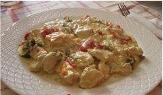Πεντανόστιμο κοτόπουλο αλά κρέμ με πιπεριές και λευκό κρασί. Αν θέλουμε, πριν τηγανίσουμε το κοτόπουλο, μπορούμε να το βράσουμε για π...