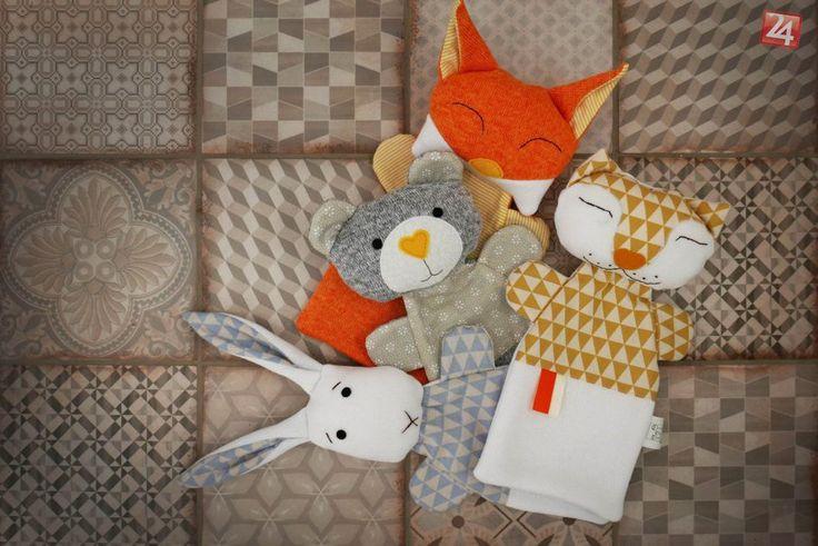 Žije pri Trnave a vyrába hračky našich babičiek: Elenine maňušky učarujú aj dnes   Trnava24.sk