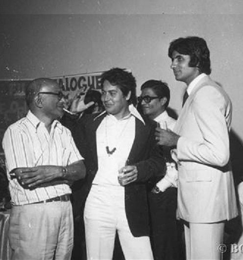 Amitabh bachchan with salim khan at sholay party