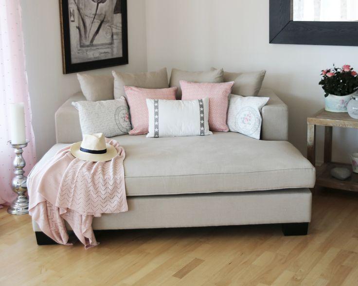 Nydelig daybed i sand farge fra www.krogh-design.no