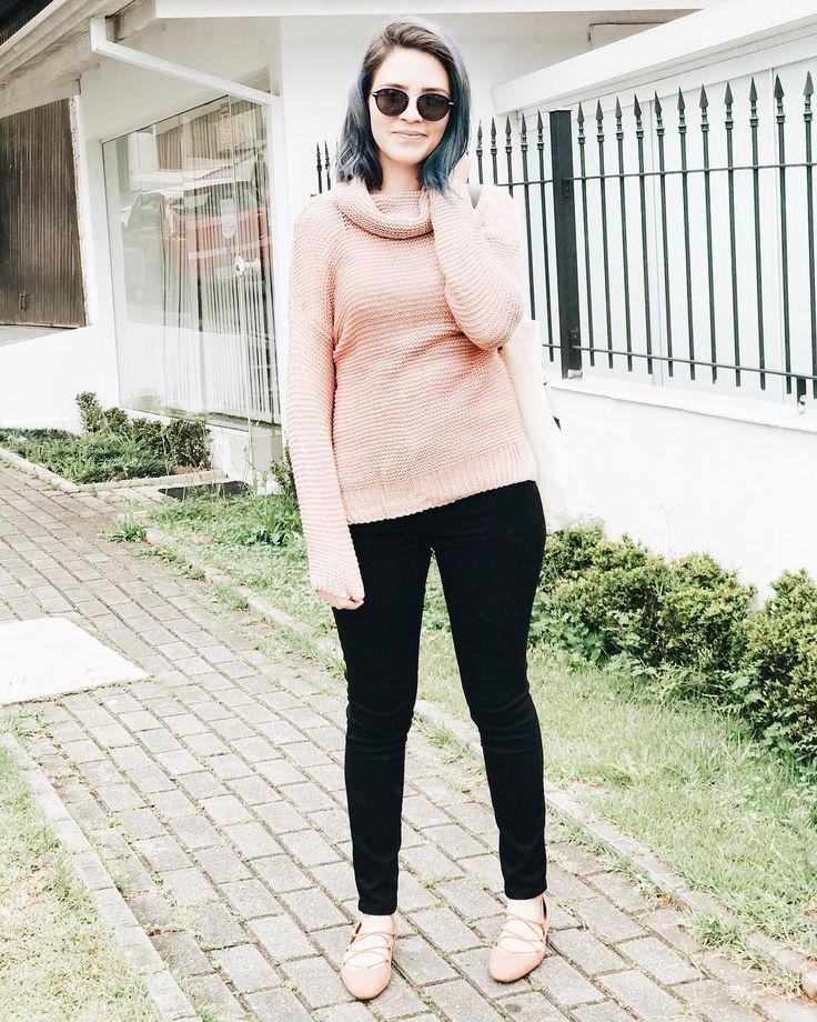 Mais uma do final semana agora com o lookinho completo  Amo essa paleta de cores fortemente   suéter: Girlmerry  calça: @forever21  sandália: @zara  óculos: @lema21eyewear (tem desconto no site da @eotica usando o cupom MUNDODEJESS)  : @_xraposox