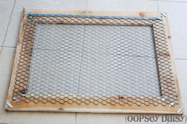 DIY chicken wire frame_chicken wire - use clothespins to attach photos, recipes, seed packets...