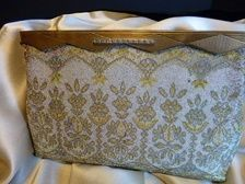 This is a wonderful example of the extraordinary workmanship put out by the Morabito company in France in the late late 30s and early 40s. $225.00 Waldport Vintage #handbag #1930s #1940s #beaded #French #Morabito #vintage
