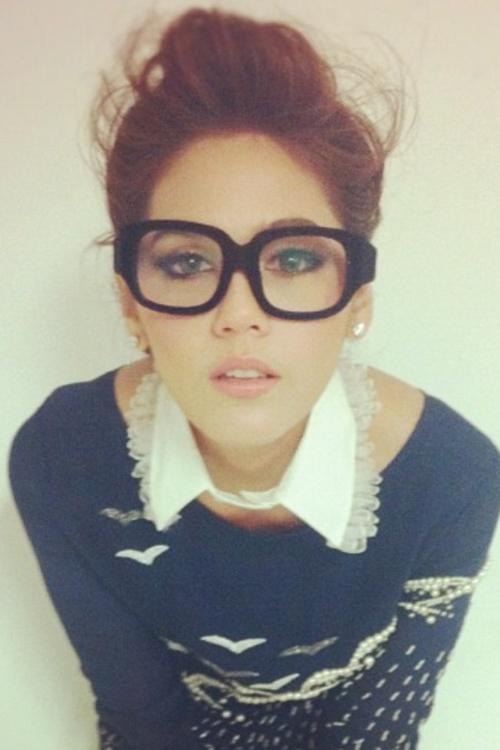 I like her style...: Fashion, Girl, Style, Collar, Nerdy Glasses, Nerd Glasses, Hair, Geek Chic, Eye