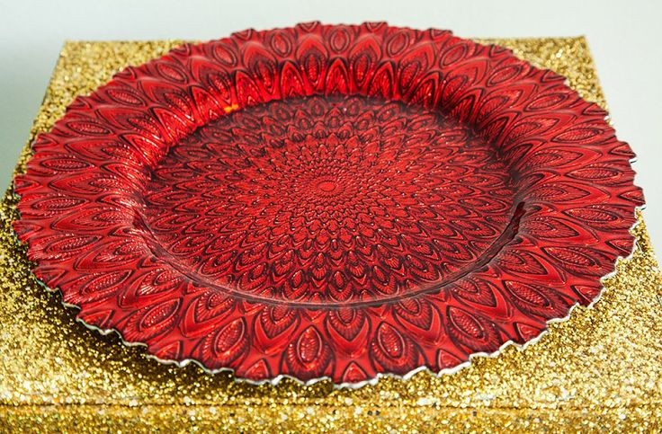 For grand decor look, our charger plates are the way to go. They are a perfect finish for your dinner setting at any event - adding instant elegance and glamour to your tableware. These peacock design toughed glass plates will be a stand out piece at any event. Diametre; 33cm